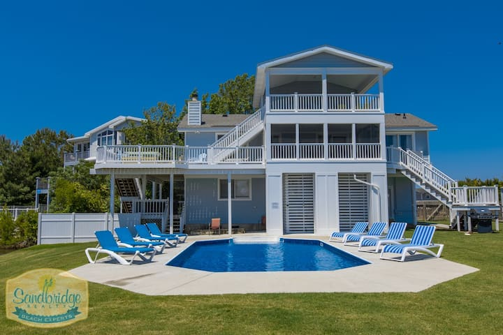 Chateau Noel: Chateau Noel Dog-friendly, 5 bedroom bay home w/ private boat ramp, dock