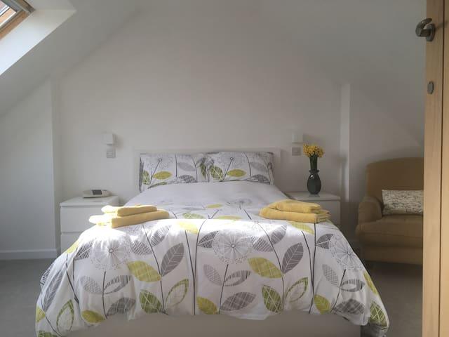 Double en suite Attic Bedroom, in quiet location