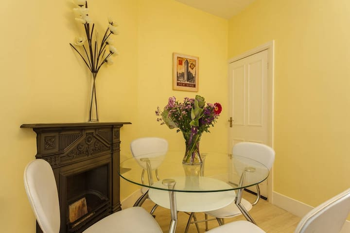 Heart of Southsea Comfy 2 Bedroom flat sleeps 4 - Portsmouth - Daire