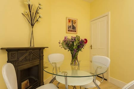 Heart of Southsea Comfy 2 Bedroom flat sleeps 4 - Portsmouth - Apartamento