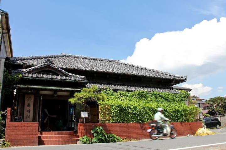 Kamejikan Japanese-Style Quadruple Room
