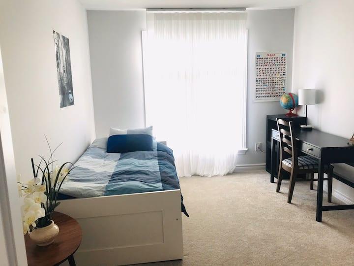 Kanata/Stitsville  private room