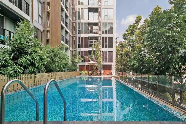 Silom/BTS/MRT/top floor one bed room /BNH GYM 游泳池