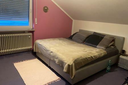 Helle 2-Zimmer Wohnung/ + Küche & Bad