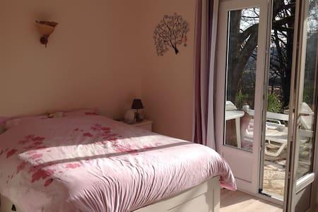 Belle chambre double sur terrasse et jardin Cahors - Pradines