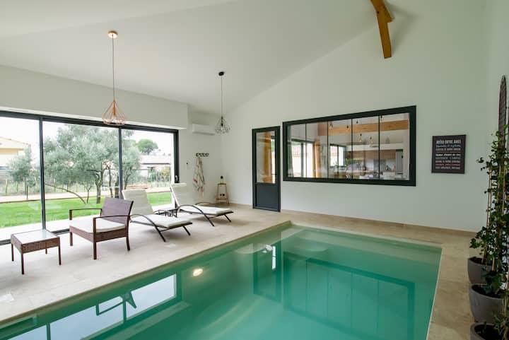 L'Oulivastre : Villa avec piscine intérieure