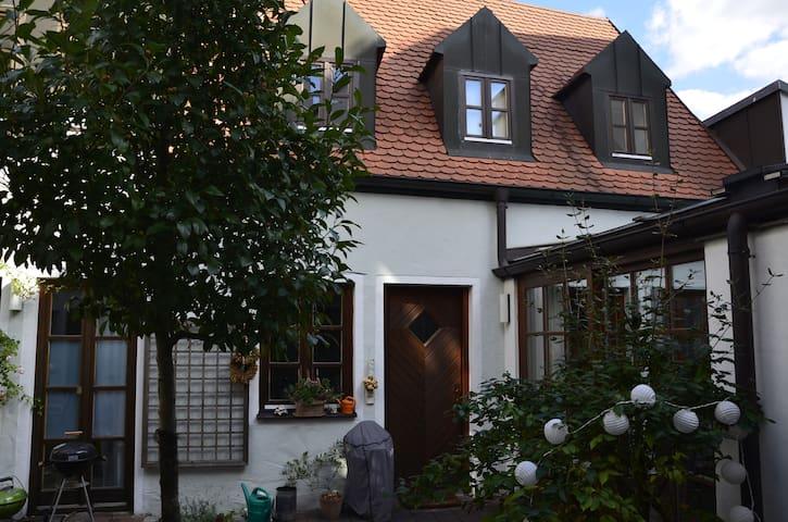 gemütliche Altstadtwohnung, zentrale Lage - Ingolstadt - Appartement