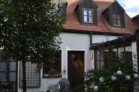 gemütliche Altstadtwohnung, zentrale Lage - Ingolstadt - アパート