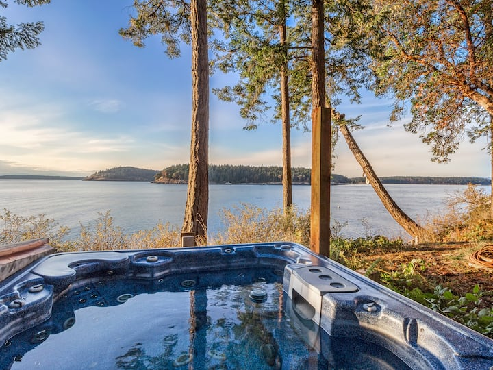NEWLY LISTED! WATER VIEW!! HOT TUB!! The Space Between!