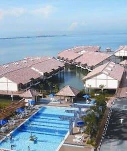 Lexis Port Dickson water chalet - Faház