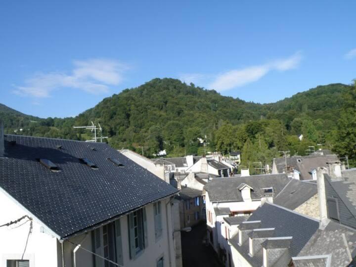 """La """"Terrasse du Tucou""""  ensoleillée , vue montagne"""