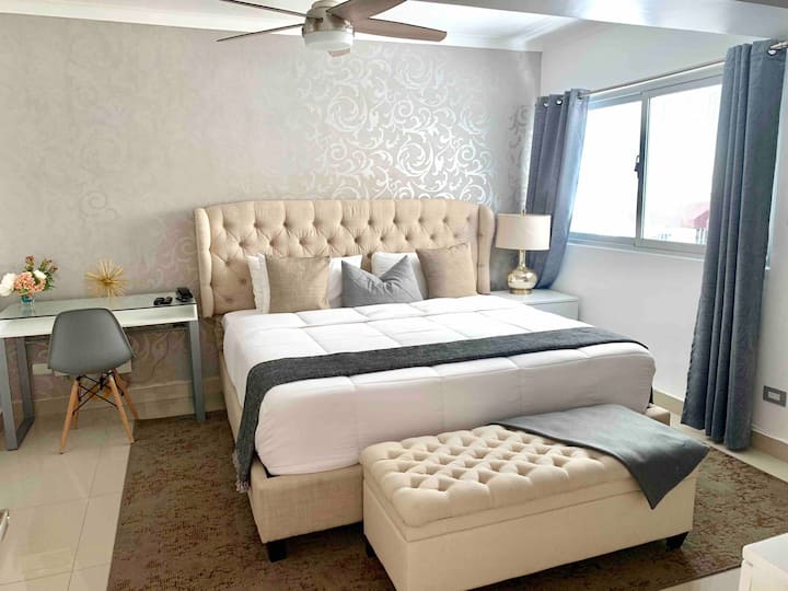 King Size Bed Apartment With Roof Top Pool