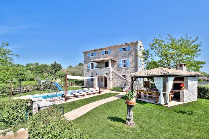 Villa Dora-a charming stone house