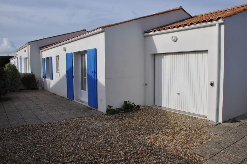 Maison sur l 39 le d 39 ol ron la br e les bains h user zur for Garage renault ile d oleron