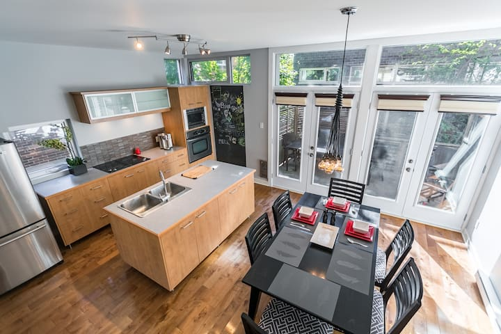 Modern Bright Open 3 floor 3 BR House - Montreal - Casa
