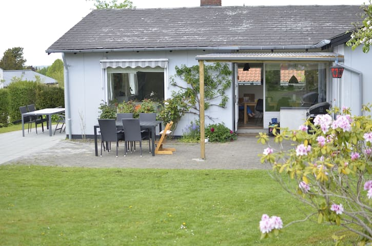 Cosy family villa close to city, forest and beach - Højbjerg - 別荘