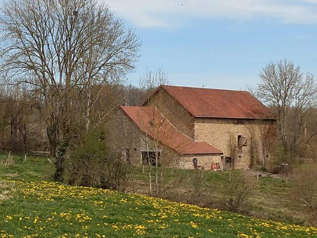 Beau gîte rural rénové, belle vue, très calme