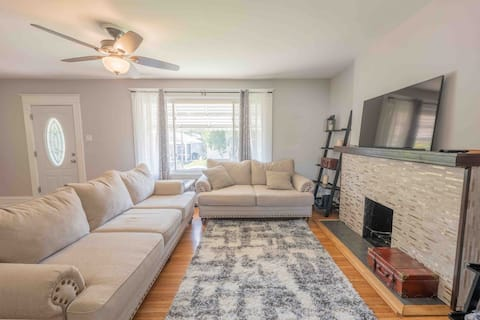 Conveniently Located 2 Bedroom Home in Dogtown!