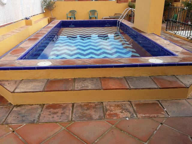 POOL &  GREAT APART. 5 min walk from cathedral.