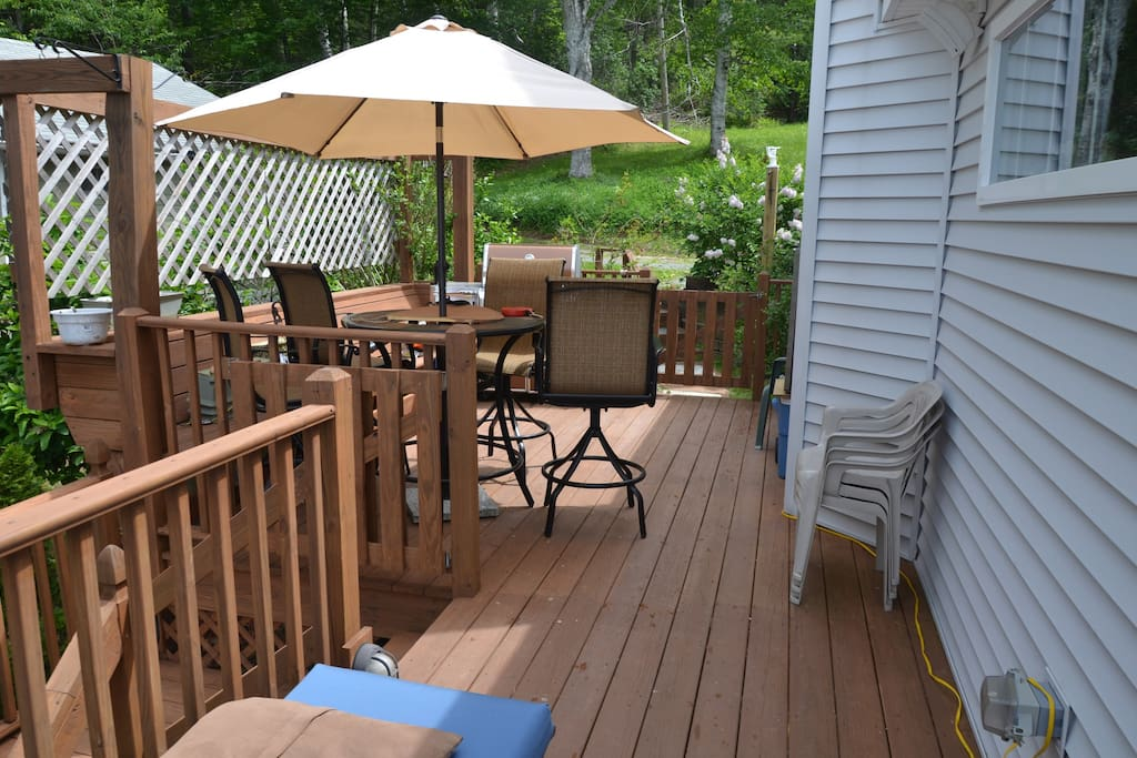 Side deck with Weber grill
