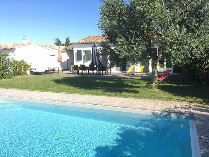 Big family home with garden & heated swimming pool