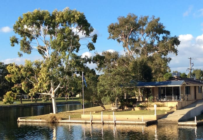 Yunderup Waterside Retreat