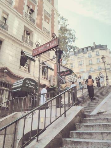 Magnifique petit studio au coeur de Montmartre