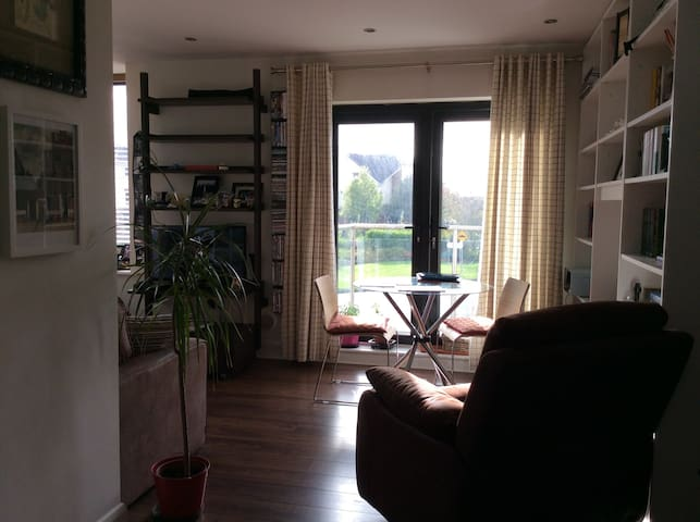 Wild Atlantic Stay - Double Bd in Bright Apartment