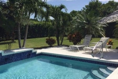 Pool and Nature Serenity - only minutes from town - Palm Beach Gardens