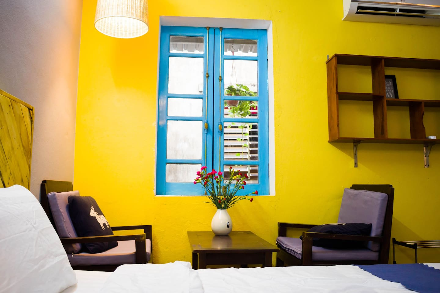 A cozy and friendly space for family with fully equipment, brings a convenient but more interest vacation.