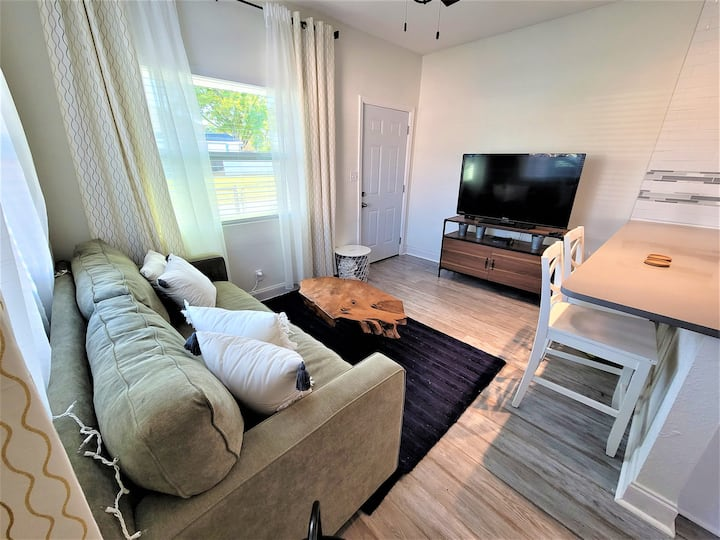 The Cozy Little Shotgun! 2/1 Home in Central Tampa