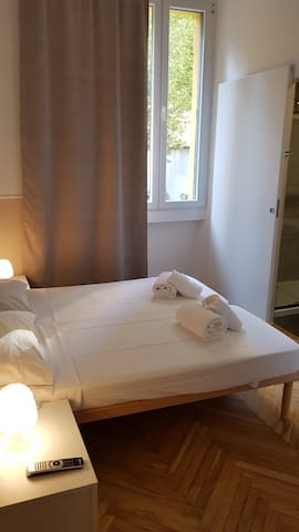 cosy double bedded room in new villa