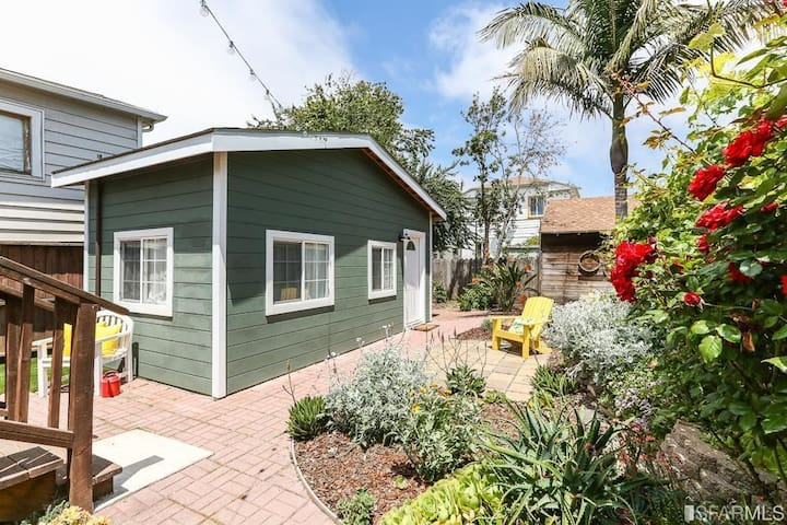 Tiny Home in the midst of Oakland & Emeryville