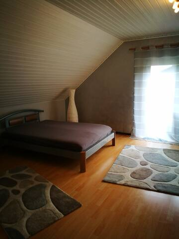 Schlafzimmer #1 - Bedroom #1