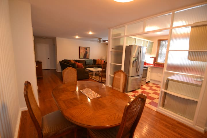 L-A1 - Centrally located 2BR 1BA furnished apartme