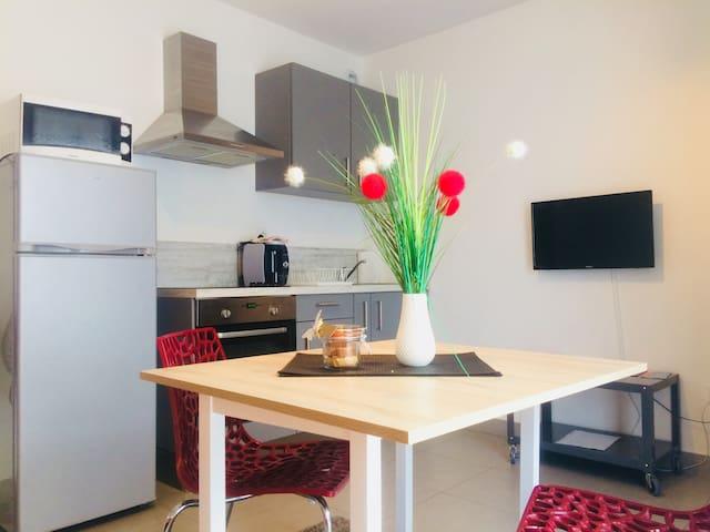 frigo,plaque chauffante,four traditionnel,four micro onde cafetière tassimo