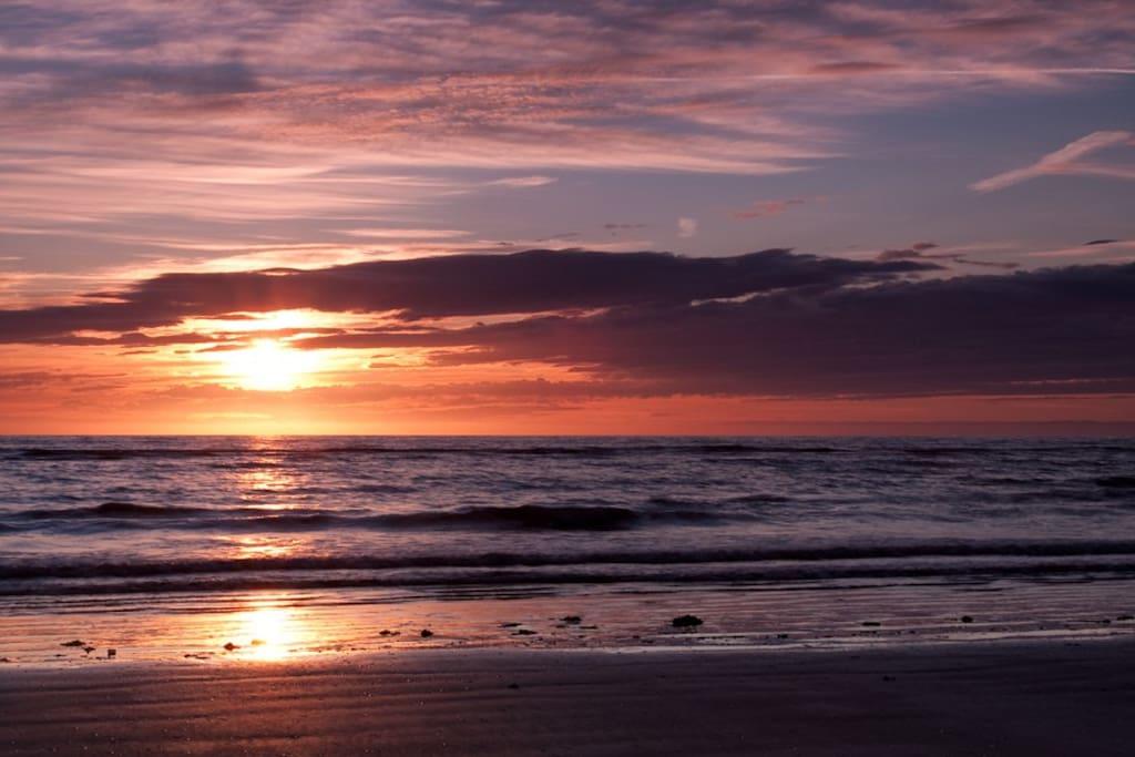 THE SUNSET ON BETTYSTOWNBEACH
