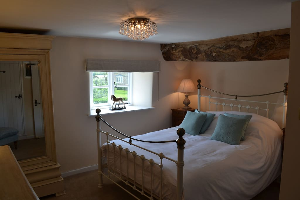 Kingsize bed and ensuite in master bedroom