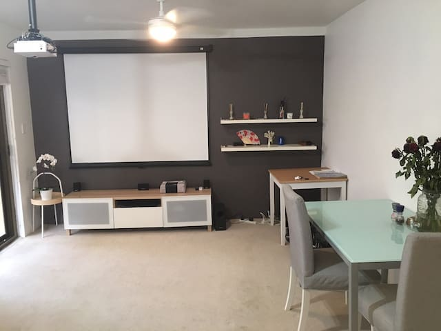 1bed - home cinema and 2 mins to the beach