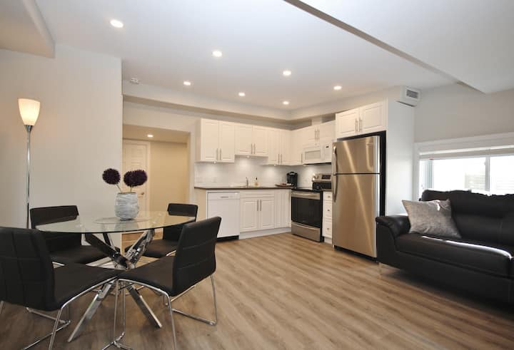 Modern Two Bedroom Apartment Located Downtown
