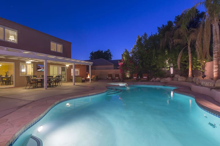 Luxury La Quinta Estate w/ Pool & Spa