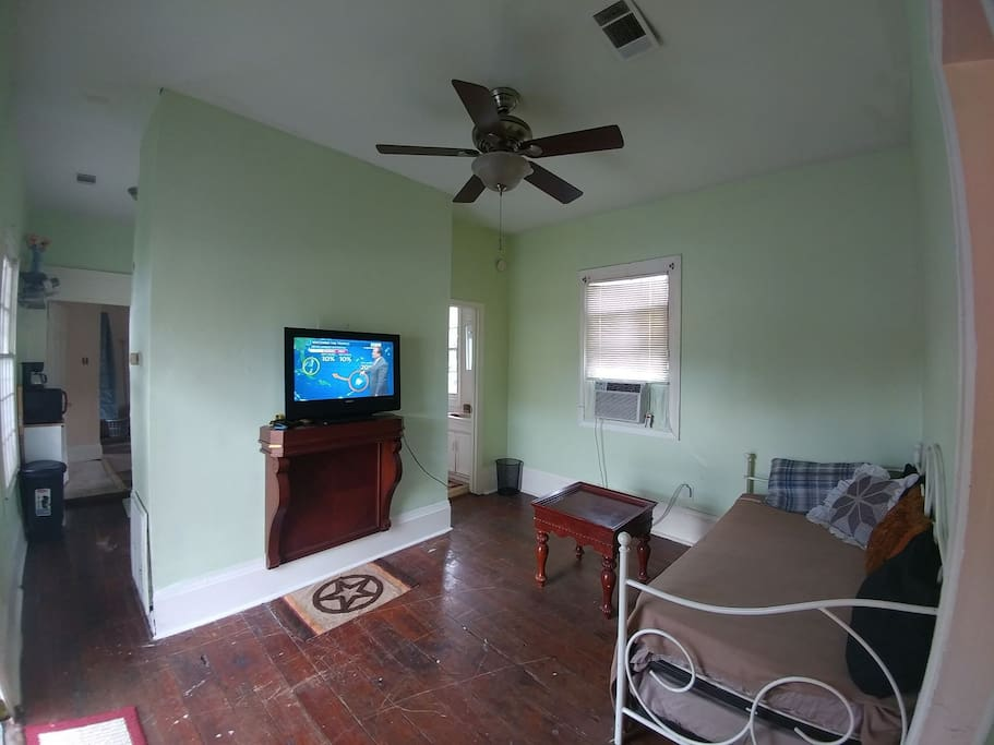 Two Bedroom Apt Only 0 4 Miles To Bourbon Street Apartments For Rent In New Orleans Louisiana