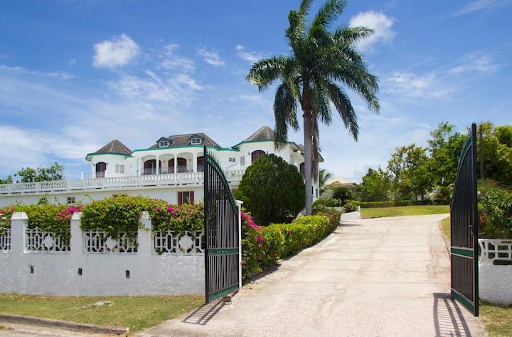 Seaview Chareau Montego Bay Villa