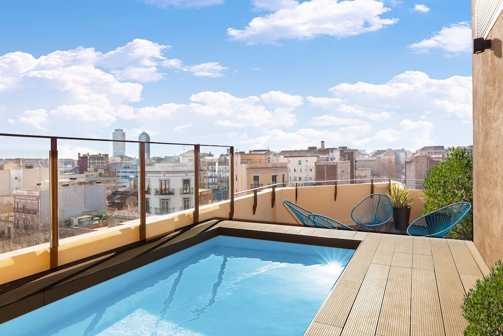 Near the beach 2 bedrooms 2 bathrooms pool ac for Pool show barcelona