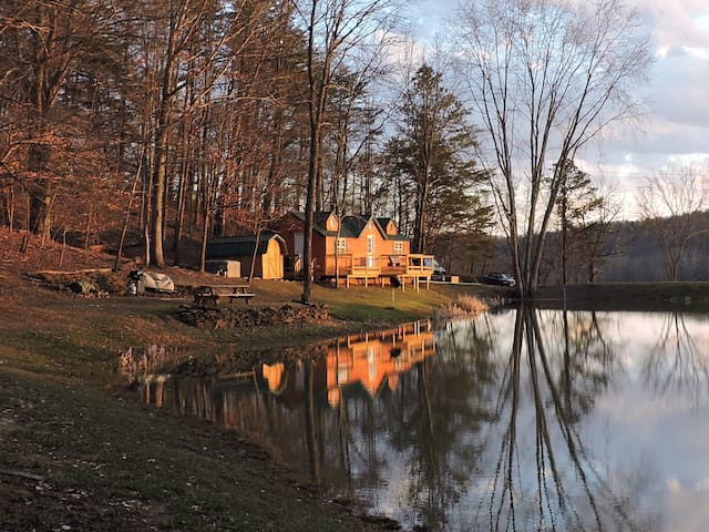 Cabin n hocking hills, large pond & no neighbors!