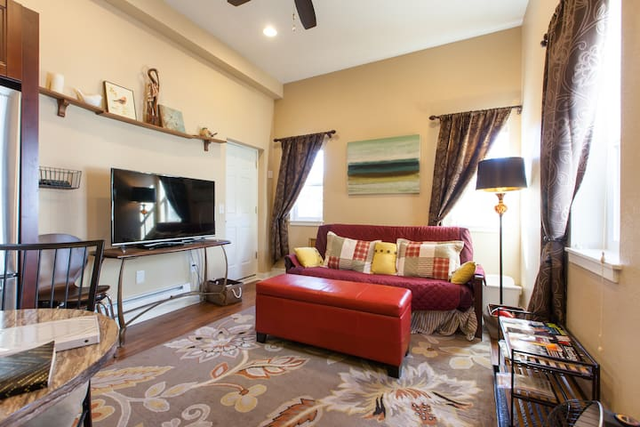 Attached guesthouse in Denver's Tennyson area