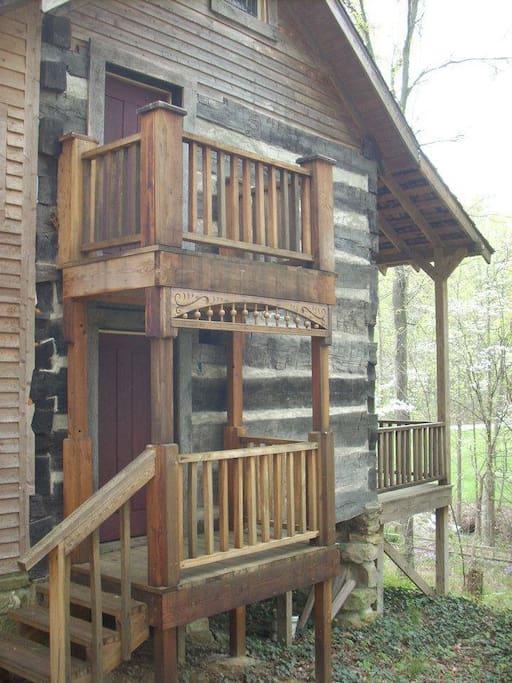 True log cabin style