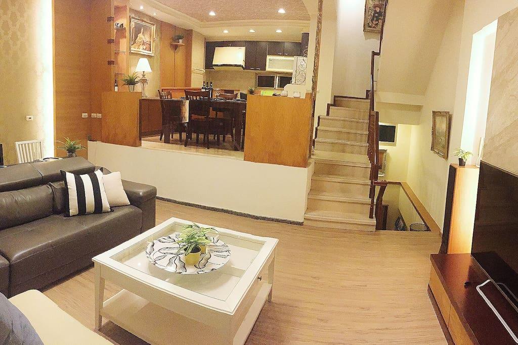 非常寬敞的客廳活動空間
