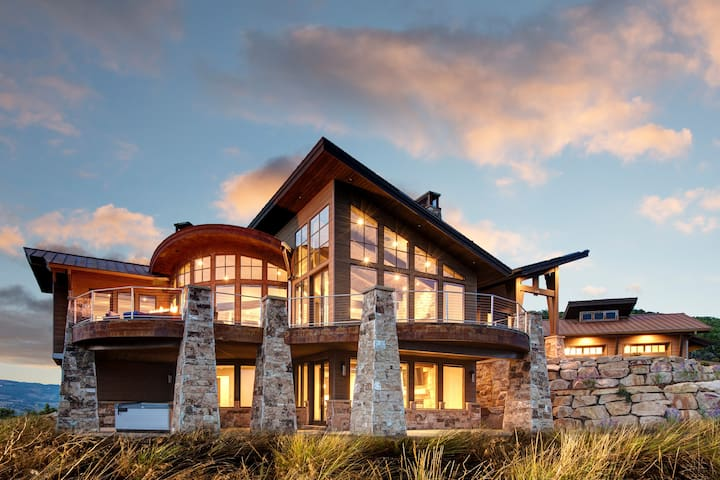 Brand new modern 5bed 5.5 bath mountain side home! Abode on Northgate!! - Park City - Ev
