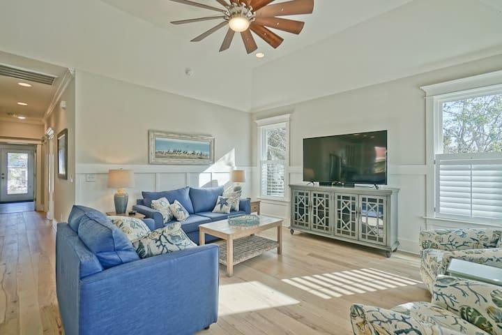 Halcyon Daze - Beautiful,  2018 New Luxury home!  Everything you need!